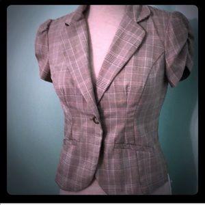 ⭐️2 for $20.  Plaid print short sleeve blazer